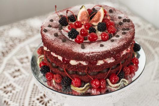 Bolo de Natal simples naked cake de frutas vermelhas