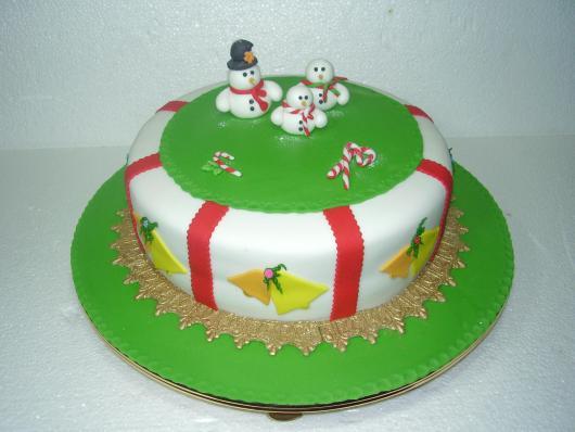Bolo de Natal simples pasta americana verde vermelho e branco