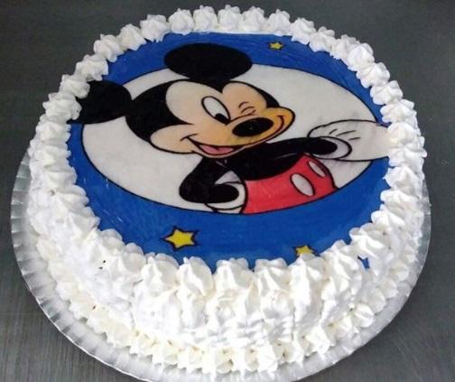 bolo redondo com papel de arroz