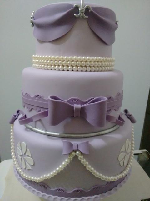 Bolo fake princesa biscuit lilás com laço