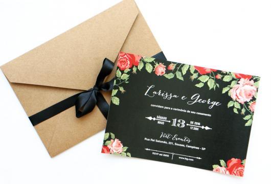 Convites de Noivado Simples chalkboard com borda de flores