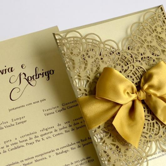 Convites de Noivado Simples arabesco dourado