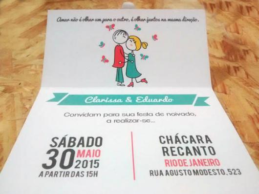 Convites de Noivado Simples minimalista com noivinhos se beijando