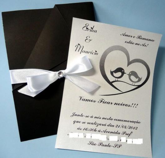 Convites de Noivado Simples preto e branco com fecho de fita