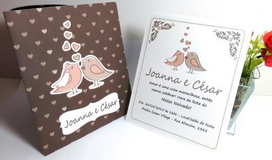 Convites de Noivado Simples ilustrado com pombinhos marrom