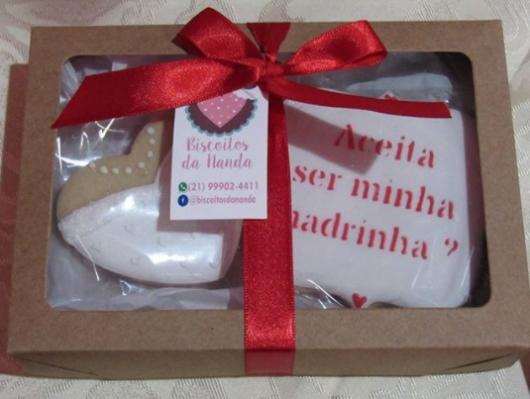 caixa com biscoitos decorados