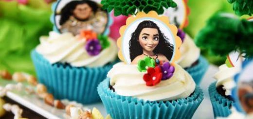 Cupcake Moana com foto da personagem