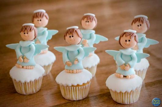 Cupcake para batizado anjinho azul