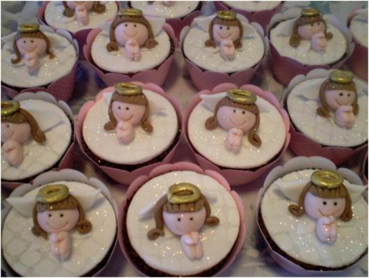 Cupcake para batizado anjinha