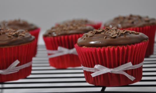 Cupcake para batizado raspas de chocolate