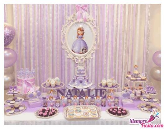 festa lilás e branca