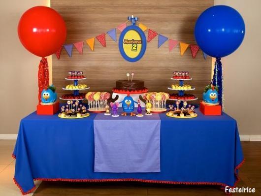 festa azul e vermelha Galinha Pintadinha