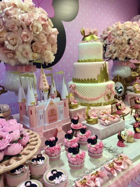 Festa da Minnie rosa decoração dourada
