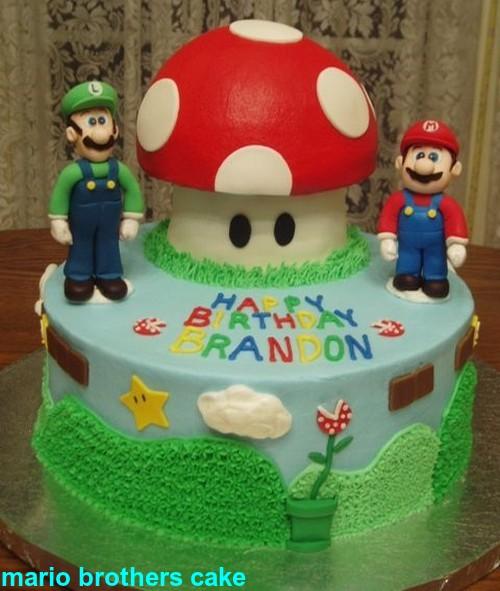 Bolo com Mario e Luigi.