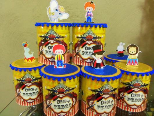 Lembrancinhas com tema circo feita de lata