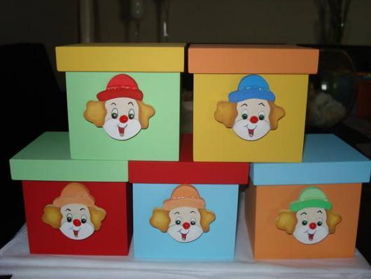 Lembrancinhas com tema circo caixa MDF colorida