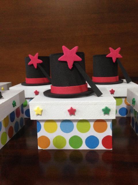 Lembrancinhas com tema circo caixa MDF decorada com cartola