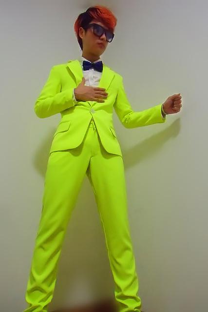 Roupa para festa neon terno masculino verde