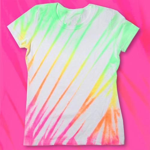 Roupa para festa neon camiseta branca customizada