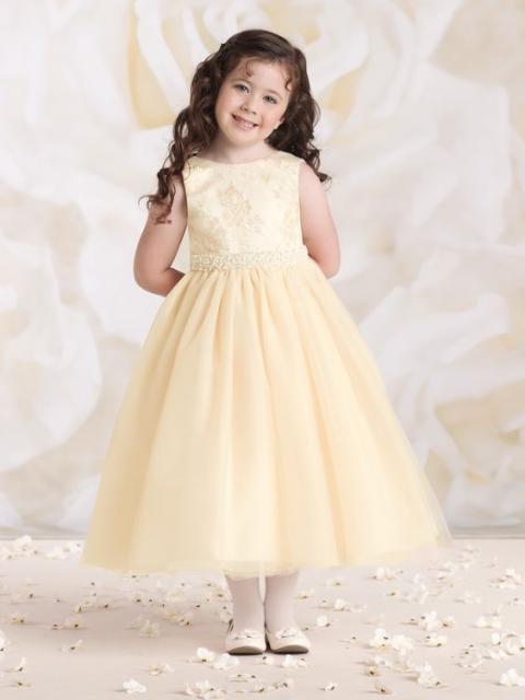 vestido com cinto de pérola