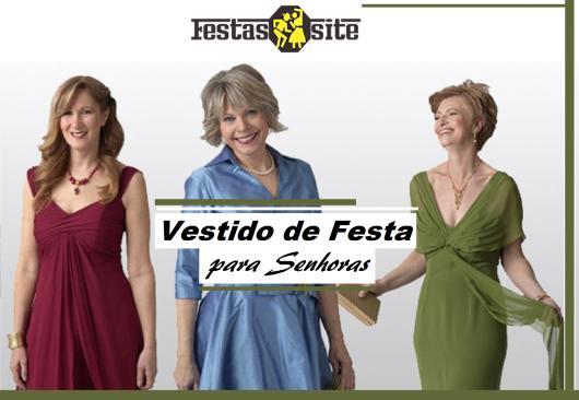 Senhoras vestem vestidos de festa nas cores azul, verde e vermelho.