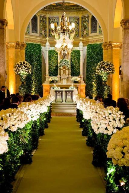Igreja decorada para Bodas de Ouro com Flores brancas