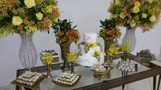 Mesa de Decoração Bodas de Ouro com tampo de vidro