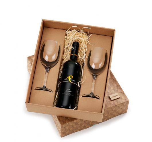 Presente para Bodas de Ouro: Vinho com taças
