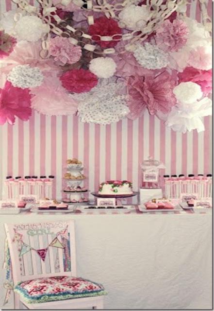 Bodas de Papel decoração com papel crepom rosa branco e pink