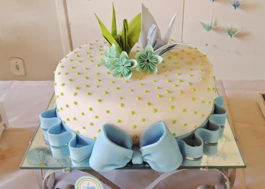 Bodas de Papel bolo com laço de pasta americana e topo de origami