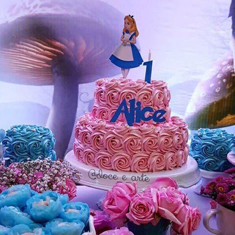 Bolo Alice no País das Maravilhas glacê rosa