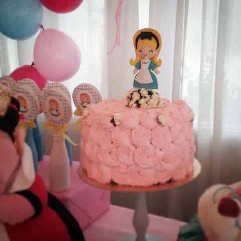 Bolo Alice no País das Maravilhas rosa claro