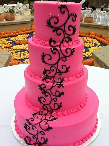 Bolo de 15 Anos 4 andares rosa com arabesco preto