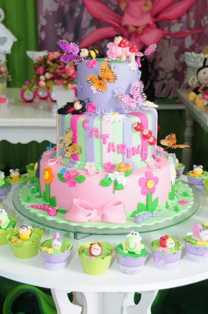 Bolo jardim encantado 45 ideias fantsticas receita fcil e bolo jardim encantado borboletas coloridas altavistaventures Image collections