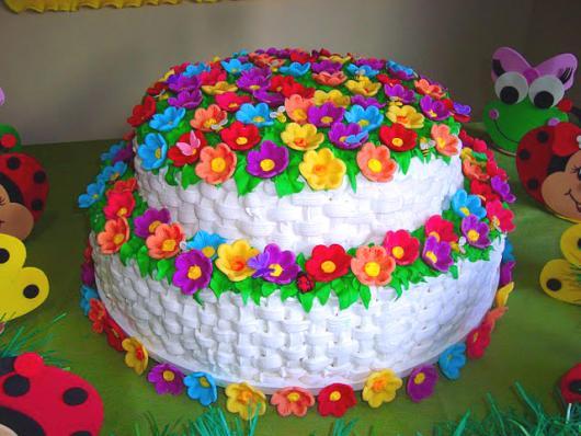 Bolo jardim encantado 45 ideias fantsticas receita fcil e bolo jardim encantado de chantilly branco com flores coloridas altavistaventures Image collections