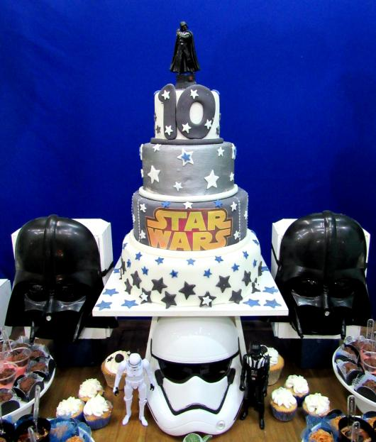 Bolo Star Wars de 4 andares cinza e branco
