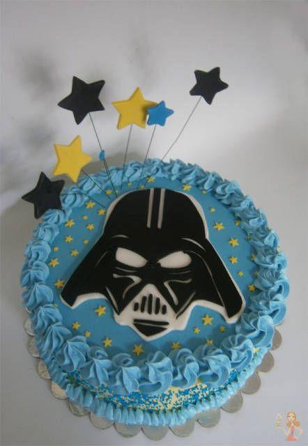 Bolo Star Wars decorado com chantilly azul