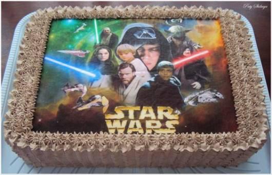 Bolo Star Wars quadrado decorado com chantilly marrom