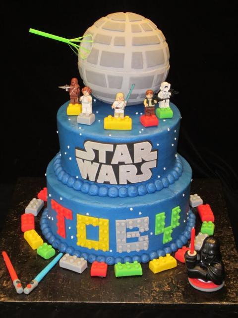 Bolo Star Wars 2 andares com lego