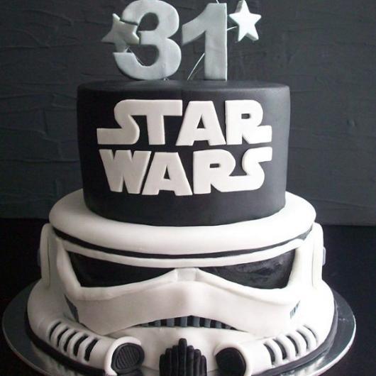 Bolo Star Wars preto e branco 2 andares