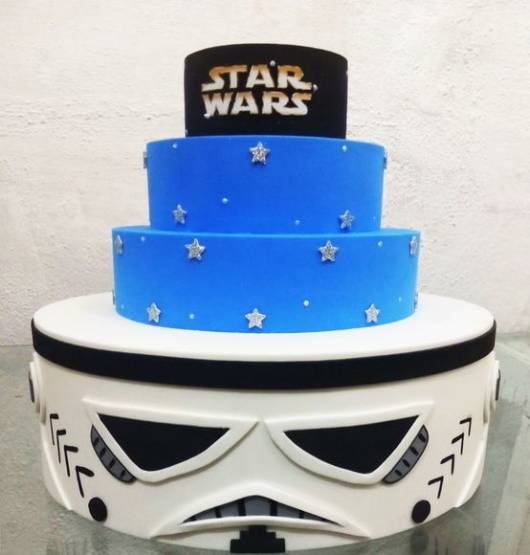 Bolo Star Wars de EVA azul banco e preto