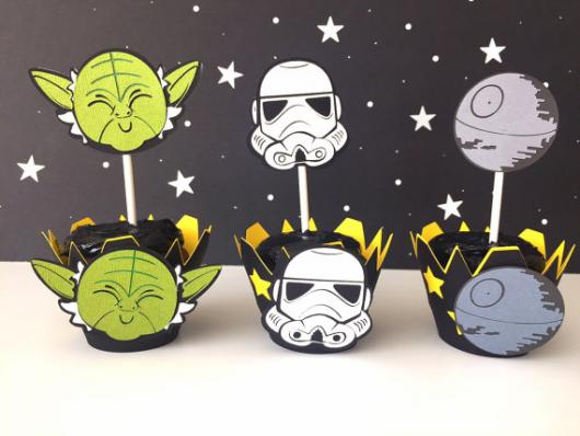 Bolo Star Wars cupcake com wrapper personalizado