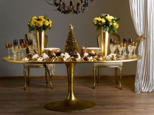 Ceia de Natal simples decoração dourada