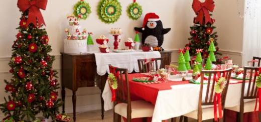 Ceia de Natal simples decoração verde e vermelha