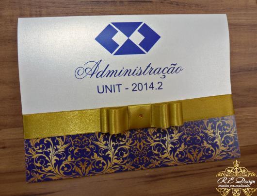 Convites de Formatura Administração scrap branco azul e dourado