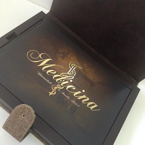 Convites de Formatura Medicina na caixa