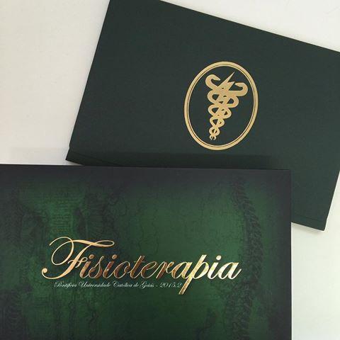 Convites de Formatura Fisioterapia cartão de abrir com envelope verde e dourado