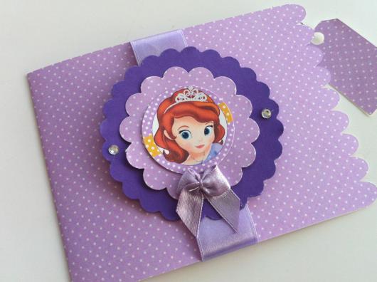 Convites Princesa Sofia modelo scrap lilás com fita de cetim
