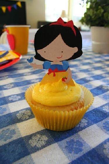 Cupcake Branca de Neve baby com topper