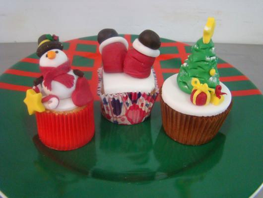 Cupcake de Natal com decoração de pasta americana